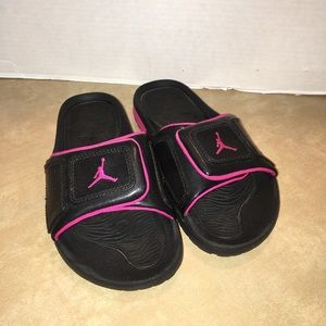 3e5026e07cf15e Air Jordan pink and black girls slides